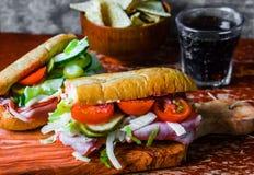 Ιταλικό hoagie με το ζαμπόν και τα λαχανικά Στοκ Φωτογραφίες