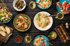 Ιταλικό risotto με τα ψημένα πόδια, τα πρόχειρα φαγητά και το κρασί κοτόπουλου Στοκ φωτογραφίες με δικαίωμα ελεύθερης χρήσης
