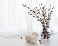 ιτιά αυγών Πάσχας κλάδων Στοκ φωτογραφία με δικαίωμα ελεύθερης χρήσης