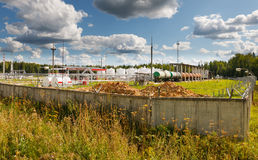 διυλιστήριο πετρελαίου ενός υποβάθρου ουρανού Στοκ εικόνες με δικαίωμα ελεύθερης χρήσης