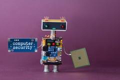 ιός ασφάλειας προγράμματος έννοιας υπολογιστών κώδικα Αφηρημένος ρομποτικός εργαζόμενος με το τσιπ κυκλωμάτων Ιώδης ανασκόπηση στοκ εικόνα με δικαίωμα ελεύθερης χρήσης
