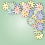 Ιώδες υπόβαθρο με μια ανθοδέσμη των λουλουδιών των διαφορετικών χρωμάτων Στοκ Εικόνες