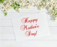 Ιώδης κάρτα χαιρετισμών ημέρας μητέρων λουλουδιών ευτυχής Στοκ Φωτογραφία