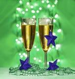 Ιώδη αστέρια Χριστουγέννων, γυαλιά κρασιού Στοκ εικόνες με δικαίωμα ελεύθερης χρήσης