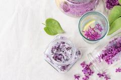 Ιώδη λουλούδια στη ζάχαρη Στοκ Εικόνες