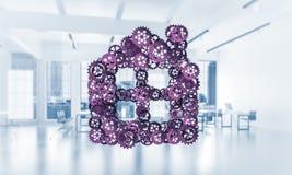 Ιδέα ακίνητων περιουσιών ή κατασκευής που παρουσιάζεται από το εγχώριο εικονίδιο στο λευκό Στοκ εικόνα με δικαίωμα ελεύθερης χρήσης