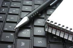 Ιδέα. Πληκτρολόγιο υπολογιστών. Σημειωματάριο. Στοκ Φωτογραφία