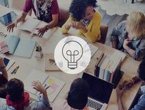 Ιδέες που σκέφτονται την έννοια έμπνευσης προγραμματισμού δημιουργικότητας στρατηγικής Στοκ Φωτογραφία
