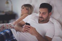 Ιδεοληψία Smartphone που προκαλεί τα προβλήματα Στοκ Φωτογραφίες