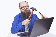 Ι επιχειρηματίας και σφυρί - (σειρά) Στοκ Φωτογραφία