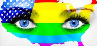 ιδιαίτερες προσοχές επά&nu Χρωματισμένο πρόσωπο με τη σημαία ουράνιων τόξων Στοκ φωτογραφία με δικαίωμα ελεύθερης χρήσης