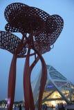 Ιδιαίτερος ο αρχιτεκτονικός μέσα το plaza ακτών χαράς Στοκ εικόνα με δικαίωμα ελεύθερης χρήσης