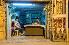 Ιδιοκτήτης μαγαζιό με τον πελάτη Στοκ Εικόνα