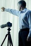 Ιδιωτικός αστυνομικός που διεξάγει την έρευνα Στοκ εικόνα με δικαίωμα ελεύθερης χρήσης