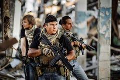 Ιδιωτικός στρατιωτικός ανάδοχος κατά τη διάρκεια της ειδικής αποστολής στοκ εικόνες