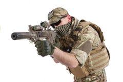 Ιδιωτικός στρατιωτικός ανάδοχος με το carbine M4 Στοκ Εικόνες