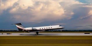 Ιδιωτικό αεριωθούμενο αεροπλάνο στον αερολιμένα Στοκ Εικόνες