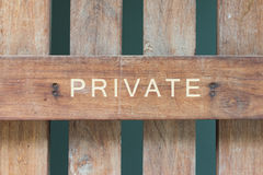 Ιδιωτικό σημάδι στο ξύλο Στοκ Φωτογραφία