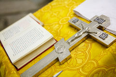 Ιδιότητες και σταυρός της ρωσικής Ορθόδοξης Εκκλησίας Στοκ Εικόνα