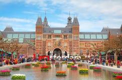 Ι σύνθημα του Άμστερνταμ με το πλήθος των τουριστών Στοκ Εικόνα