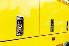 Κάγκελα, μηχανή, τρακτέρ, εκσκαφέας ή φορτηγό προστασίας θερμαντικών σωμάτων Στοκ εικόνες με δικαίωμα ελεύθερης χρήσης