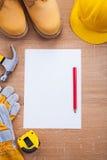 Κάθετα γάντια μποτών κρανών εγγράφου μολυβιών έκδοσης Στοκ φωτογραφία με δικαίωμα ελεύθερης χρήσης