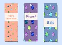 Κάθετα εποχιακά εμβλήματα με τα αυγά Πάσχας και τις πεταλούδες σελιδοδείκτες Εορταστική έκπτωση στο ύφος κινούμενων σχεδίων κυνήγ ελεύθερη απεικόνιση δικαιώματος