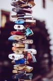 Κάθετες κλειδαριές αγάπης Στοκ φωτογραφία με δικαίωμα ελεύθερης χρήσης