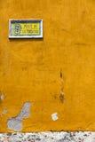 Κάθετη άποψη σημαδιών του Τρινιδάδ Plaza Στοκ Εικόνες