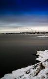 Κάθετη βιομηχανική περιοχή της χειμερινής Φινλανδίας Στοκ Φωτογραφίες