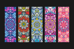 Κάθετη διακοσμημένη έμβλημα διακόσμηση mandala επίσης corel σύρετε το διάνυσμα απεικόνισης Στοκ Φωτογραφία