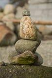 Κάθετη ισορροπία χαλικιών σωρών Στοκ Εικόνες