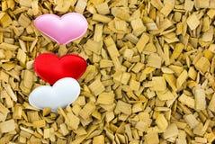 Κάθετη σειρά των ξύλινων φετών τσιπ τσιπ υποβάθρου συνόρων καρτών βάσεων καρδιών Στοκ φωτογραφία με δικαίωμα ελεύθερης χρήσης