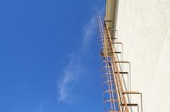 κάθετη σκάλα πυρκαγιάς μετάλλων Στοκ φωτογραφία με δικαίωμα ελεύθερης χρήσης