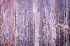 Κάθετοι γκρίζοι κόκκινοι παλαιοί ξύλινοι πίνακες υποβάθρου κινηματογραφήσεων σε πρώτο πλάνο Στοκ Εικόνες