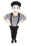 Κάθετος πυροβολισμός ενός χαρούμενου καλλιτέχνη mime Στοκ Εικόνες