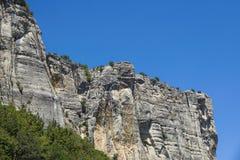 Κάθετο βουνό Αναρρίχηση βράχου οι απότομοι απότομοι βράχοι των βουνών Στοκ Φωτογραφία