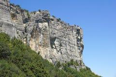 Κάθετο βουνό Αναρρίχηση βράχου οι απότομοι απότομοι βράχοι των βουνών Στοκ φωτογραφία με δικαίωμα ελεύθερης χρήσης