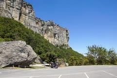 Κάθετο βουνό Αναρρίχηση βράχου οι απότομοι απότομοι βράχοι των βουνών Στοκ εικόνες με δικαίωμα ελεύθερης χρήσης