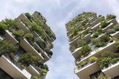 Κάθετο δασικό κτήριο αποκαλούμενο Bosco verticale στα ιταλικά, Μιλάνο, Ιταλία Στοκ Εικόνες