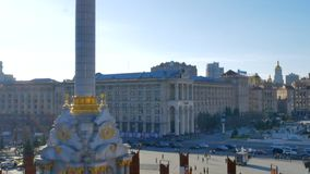 Κάθετο πανόραμα του κύριου κεντρικού τετραγώνου της πρωτεύουσας Κίεβο στην Ουκρανία - ανεξαρτησία τετραγωνικό Maidan Nezalezhnost απόθεμα βίντεο