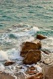 Κάθετο seascape θάλασσα βράχων Στοκ Φωτογραφία