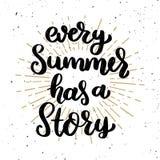 Κάθε καλοκαίρι έχει μια ιστορία Φράση εγγραφής στο ελαφρύ υπόβαθρο Στοιχείο σχεδίου για την αφίσα, μπλούζα, κάρτα διανυσματική απεικόνιση