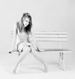 κάθισμα κοριτσιών Στοκ εικόνα με δικαίωμα ελεύθερης χρήσης