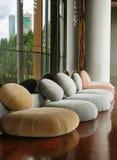 Κάθισμα μαξιλαριών στο ήρεμο δωμάτιο για την περισυλλογή Στοκ φωτογραφία με δικαίωμα ελεύθερης χρήσης