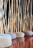 Κάθισμα μαξιλαριών στο ήρεμο δωμάτιο για την περισυλλογή Στοκ εικόνες με δικαίωμα ελεύθερης χρήσης