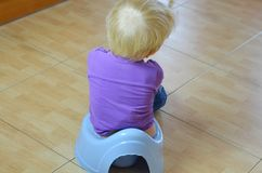 Κάθισμα σε έναν ασήμαντο στοκ εικόνες με δικαίωμα ελεύθερης χρήσης