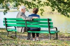 Κάθισμα στη λίμνη Στοκ φωτογραφία με δικαίωμα ελεύθερης χρήσης