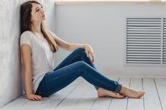 Κάθισμα στο πάτωμα Στοκ Εικόνες