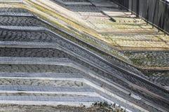 Κάθοδος πετρών τούβλου με τα διαφορετικά σχήματα στοκ εικόνες με δικαίωμα ελεύθερης χρήσης